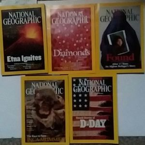 Vintage National Geographic issues from 2002 EUC